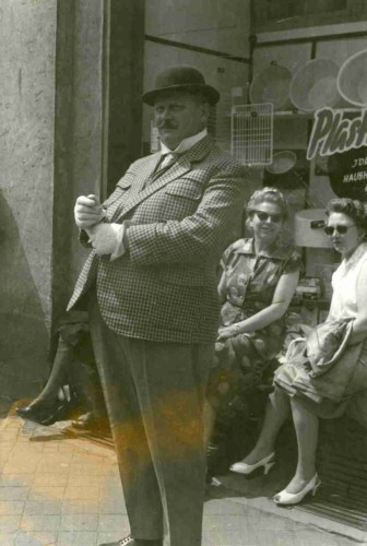 """Filmaufnahmen """"Der tolle Bomberg"""" 1957 auf dem Lemgoer Marktplatz - Schauspieler Gert Fröbe"""