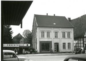 Situation am Ostertor 1 in Lemgo, Richtung Kastanienwall, vor dem Abbruch, vor 1972