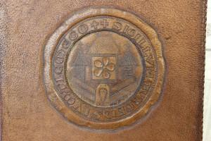 Detail der Ledermappe für den Ehrenbürgerbrief Adolf Hitler (StaL MU 5)