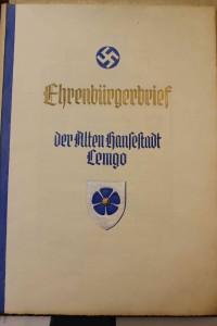 Umschlagblatt des Ehrenbürgerbriefes Adolf Hitler (StaL MU 5)